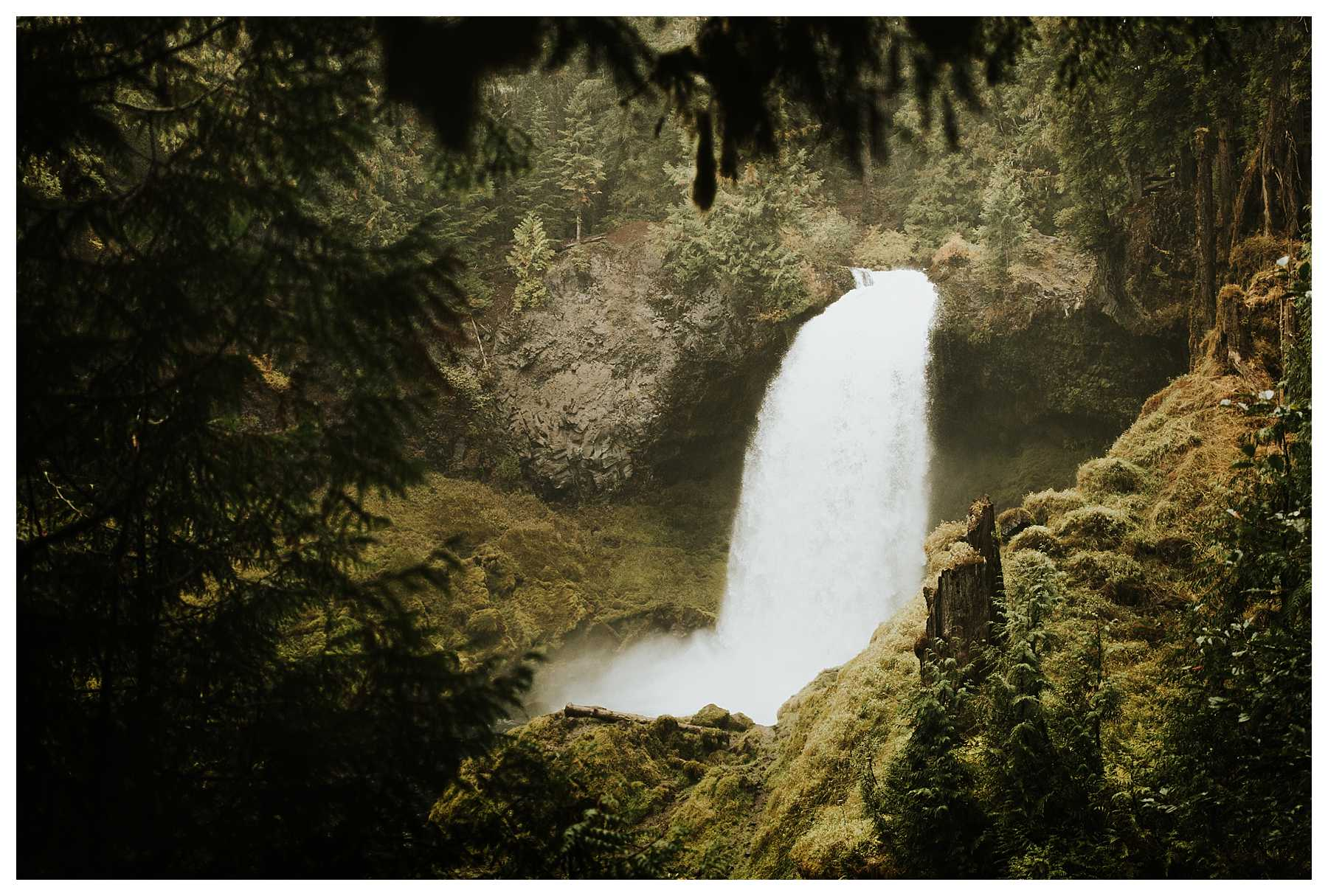 Oregon_Waterfall_Elopement_0001.jpg