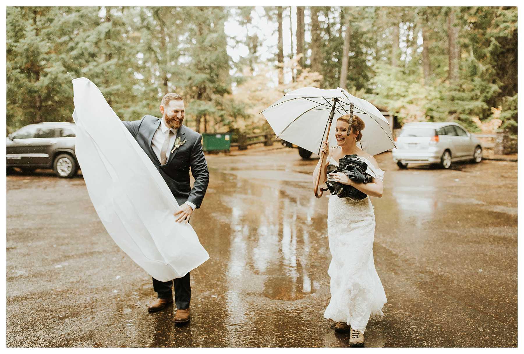 Oregon_Waterfall_Elopement_0006.jpg