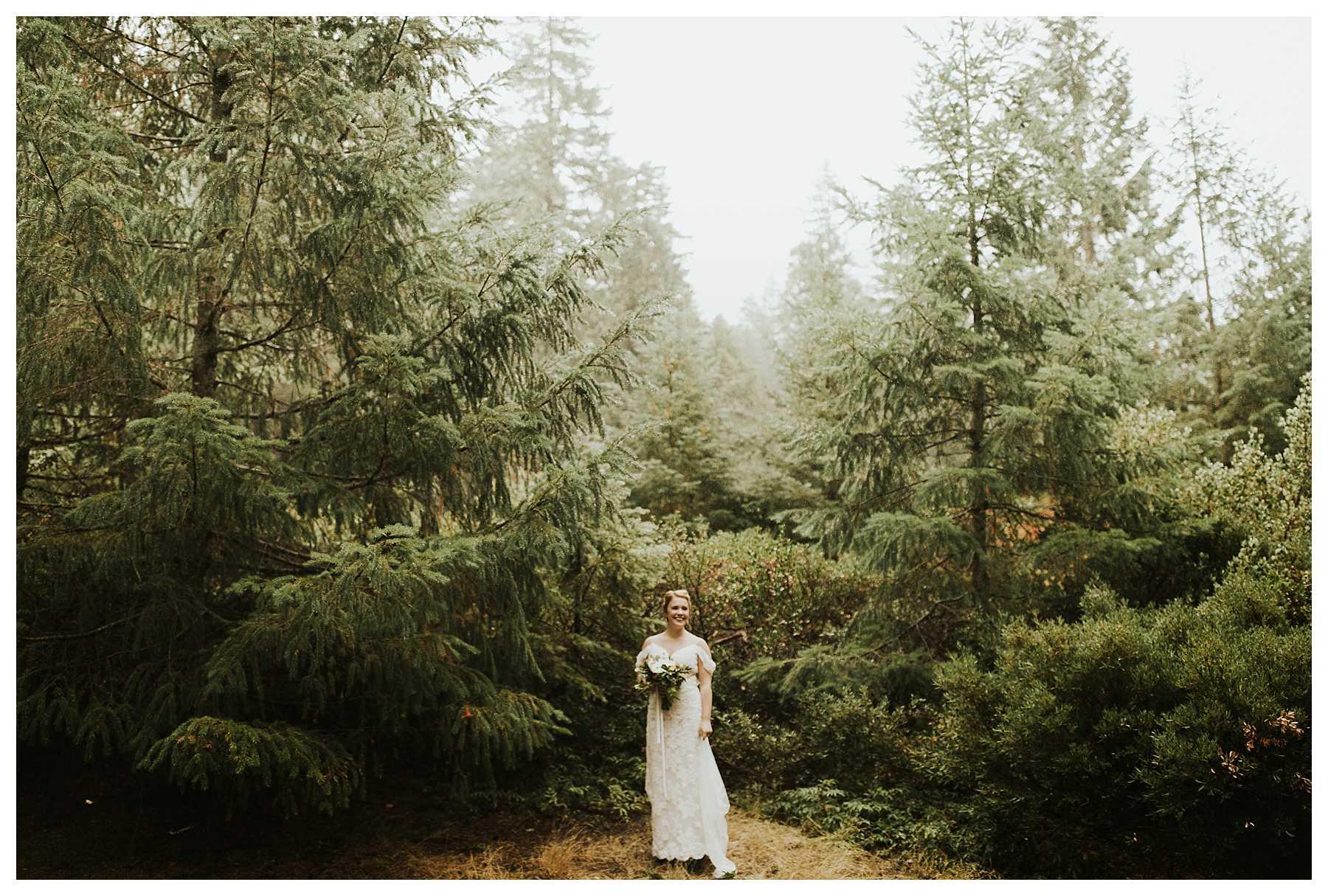Oregon_Waterfall_Elopement_0009.jpg