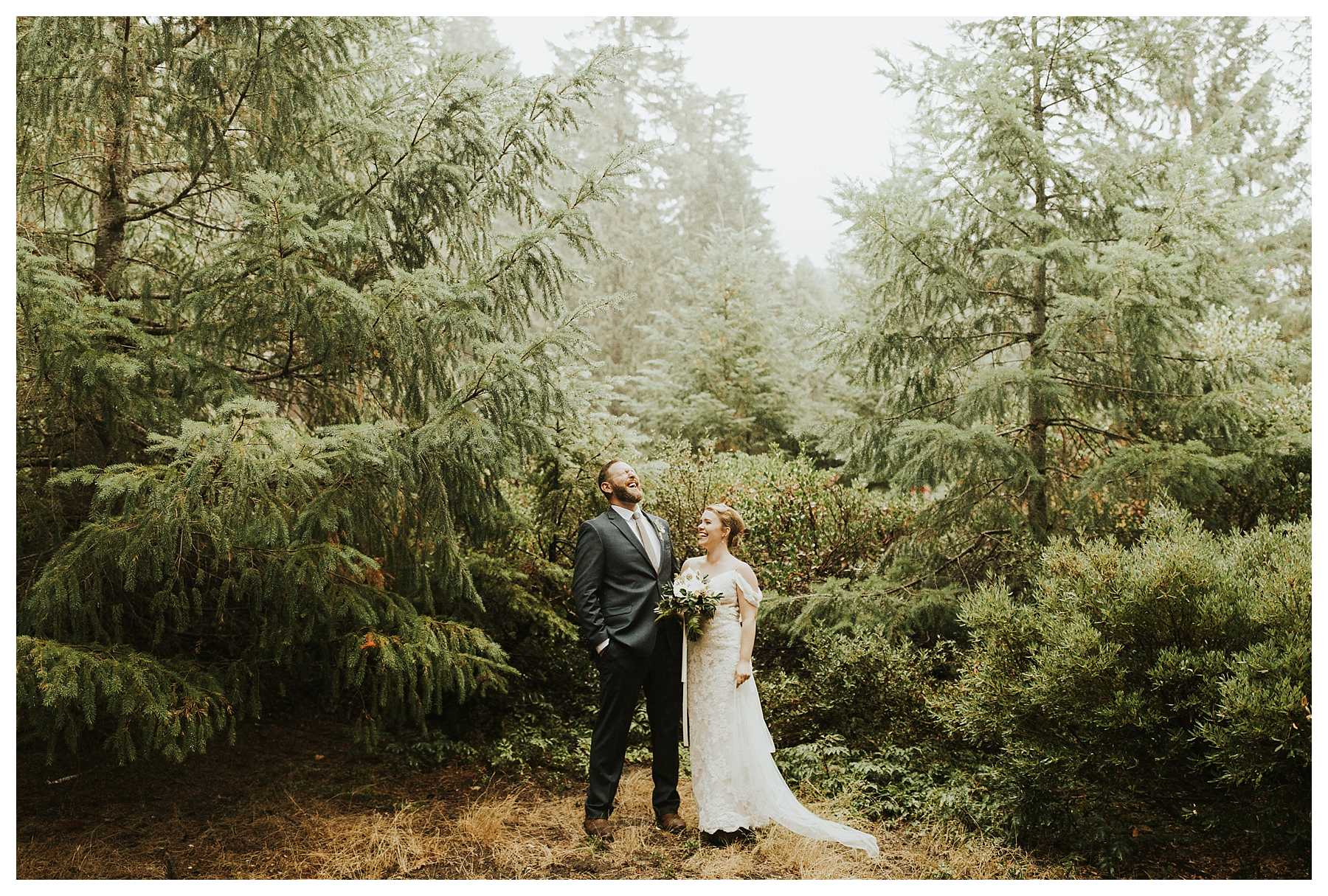 Oregon_Waterfall_Elopement_0010.jpg
