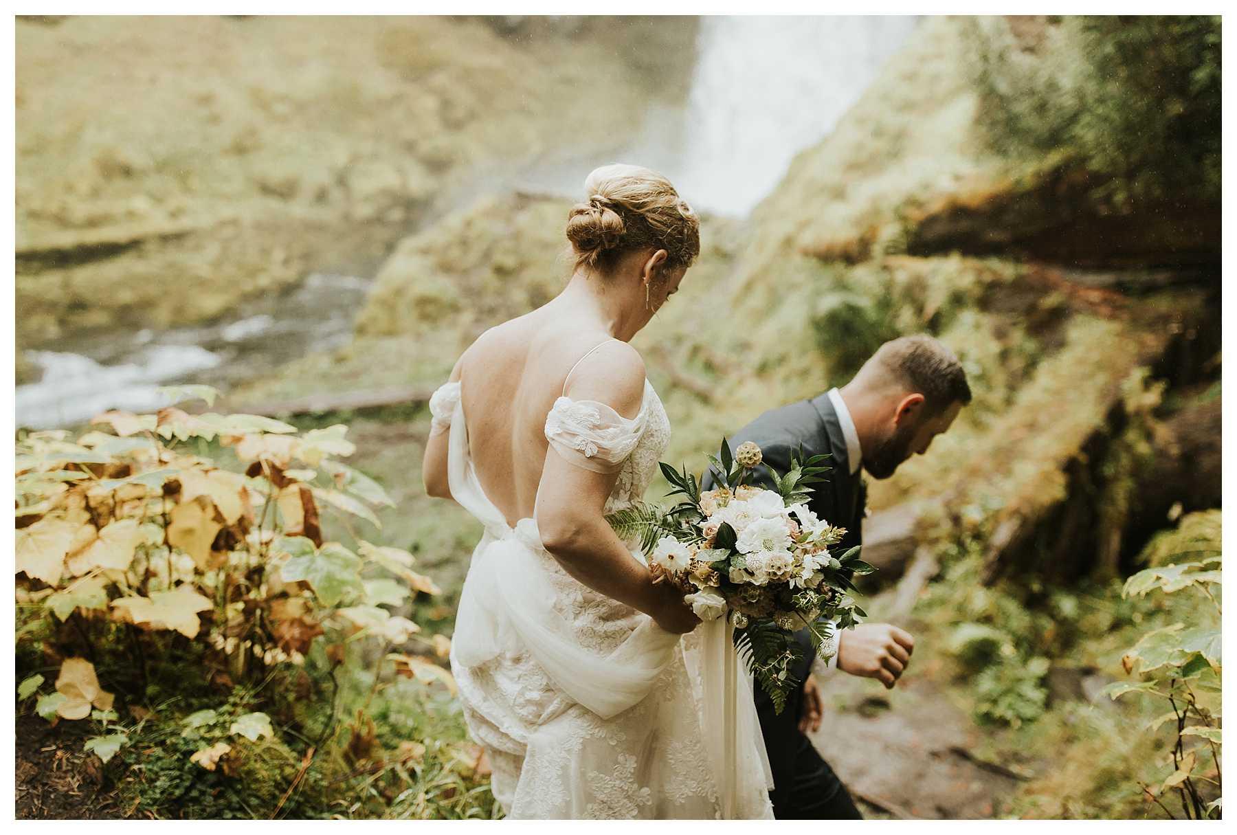 Oregon_Waterfall_Elopement_0012.jpg