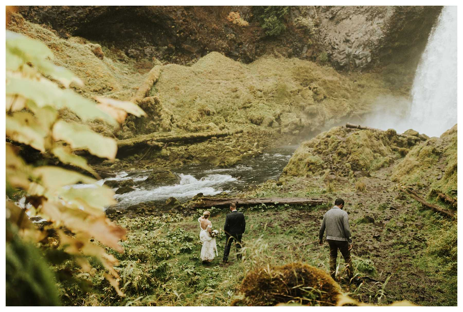 Oregon_Waterfall_Elopement_0013.jpg