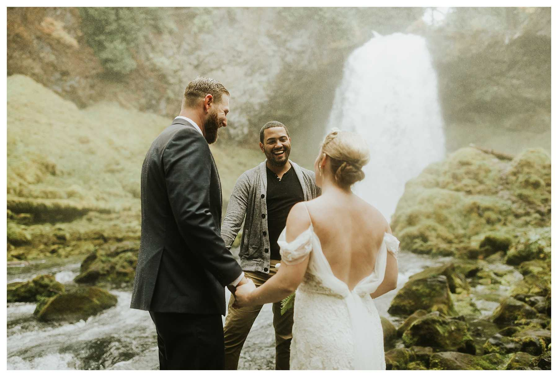 Oregon_Waterfall_Elopement_0019.jpg