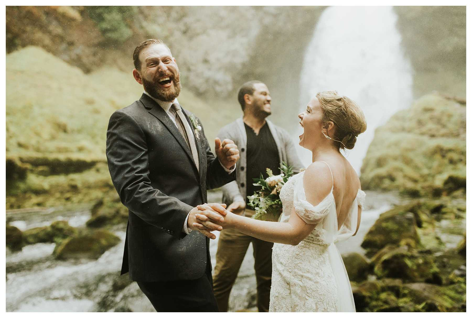 Oregon_Waterfall_Elopement_0020.jpg