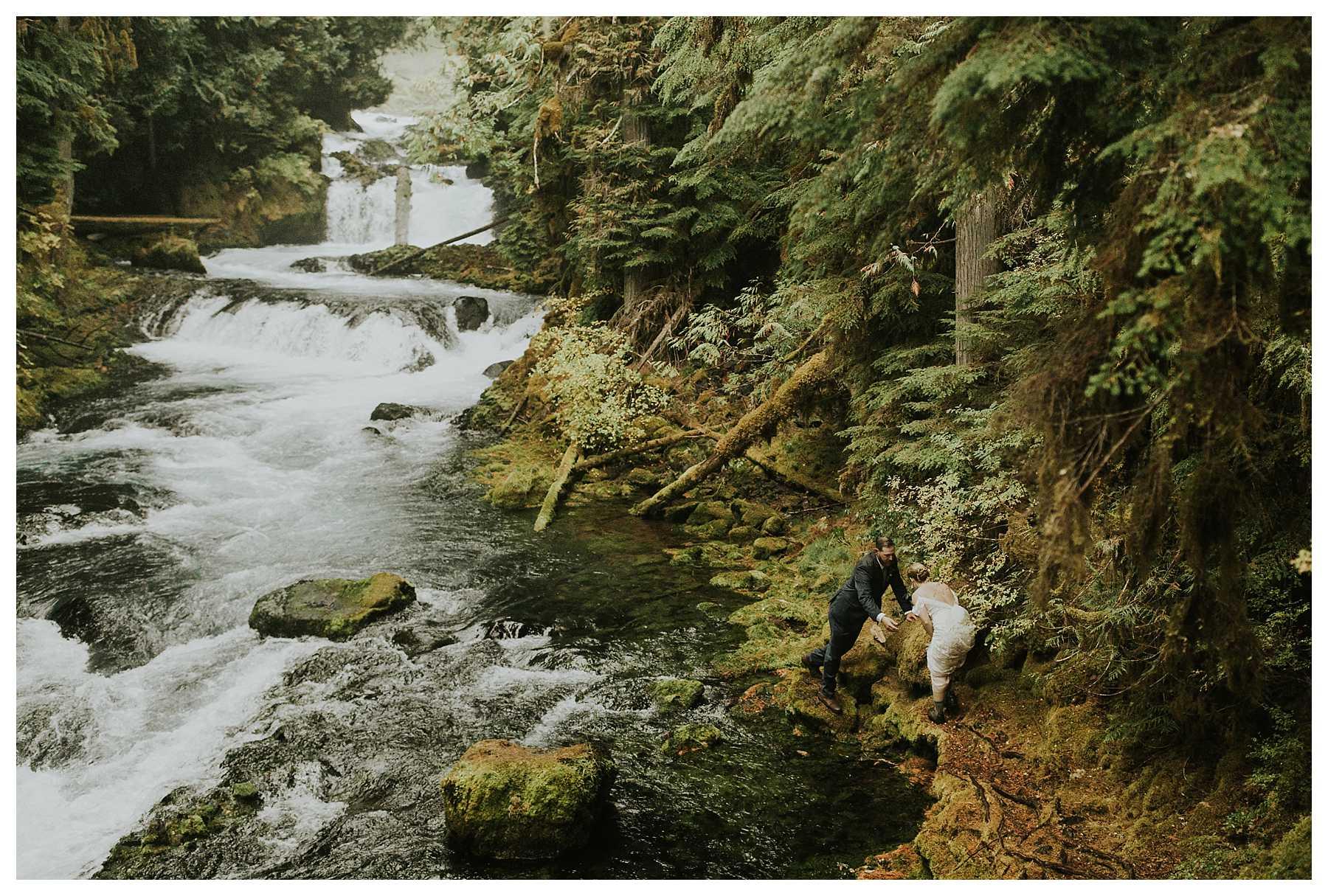Oregon_Waterfall_Elopement_0028.jpg