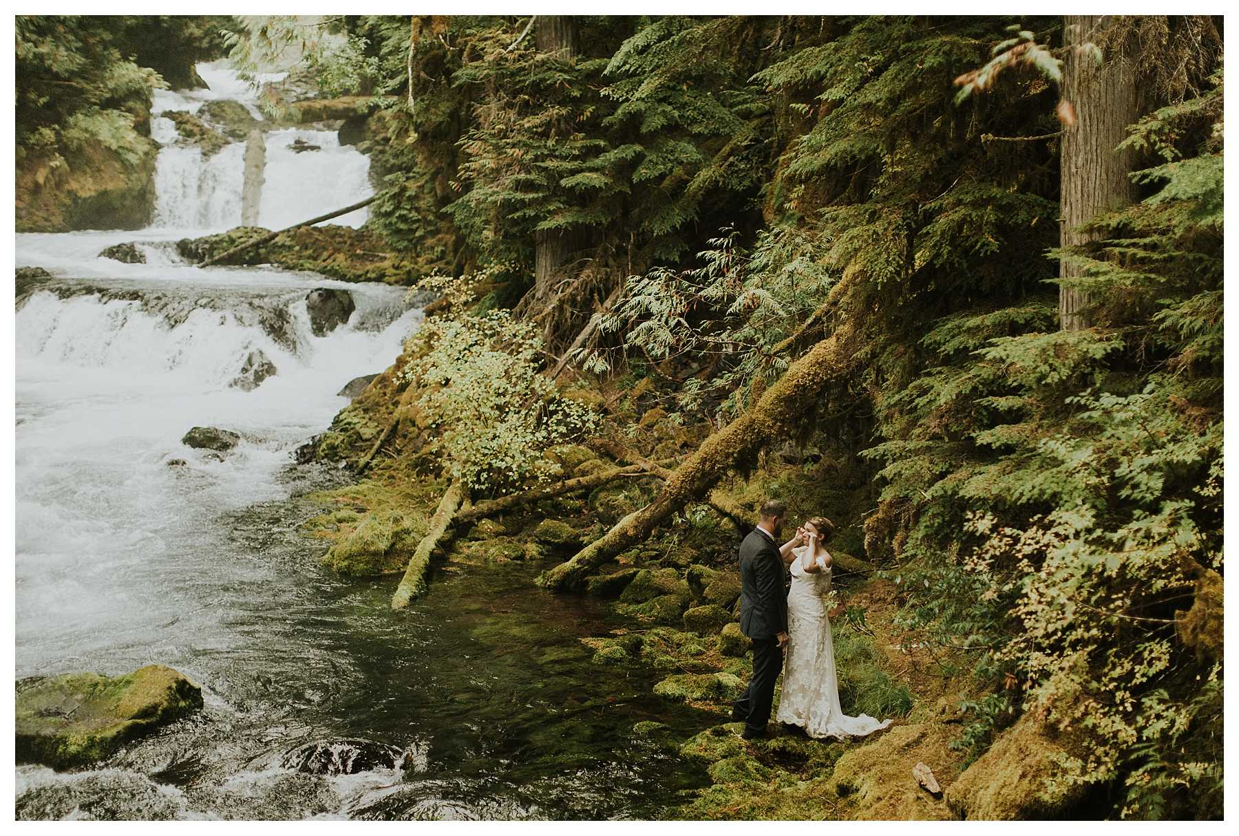 Oregon_Waterfall_Elopement_0032.jpg