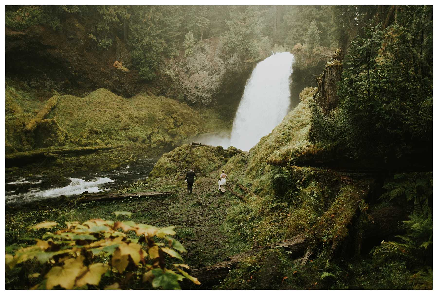 Oregon_Waterfall_Elopement_0035.jpg