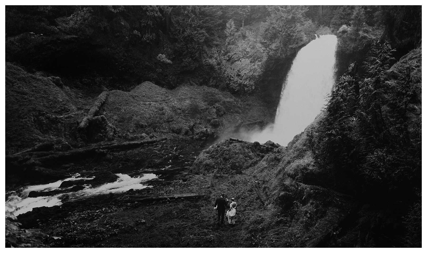 Oregon_Waterfall_Elopement_0036.jpg