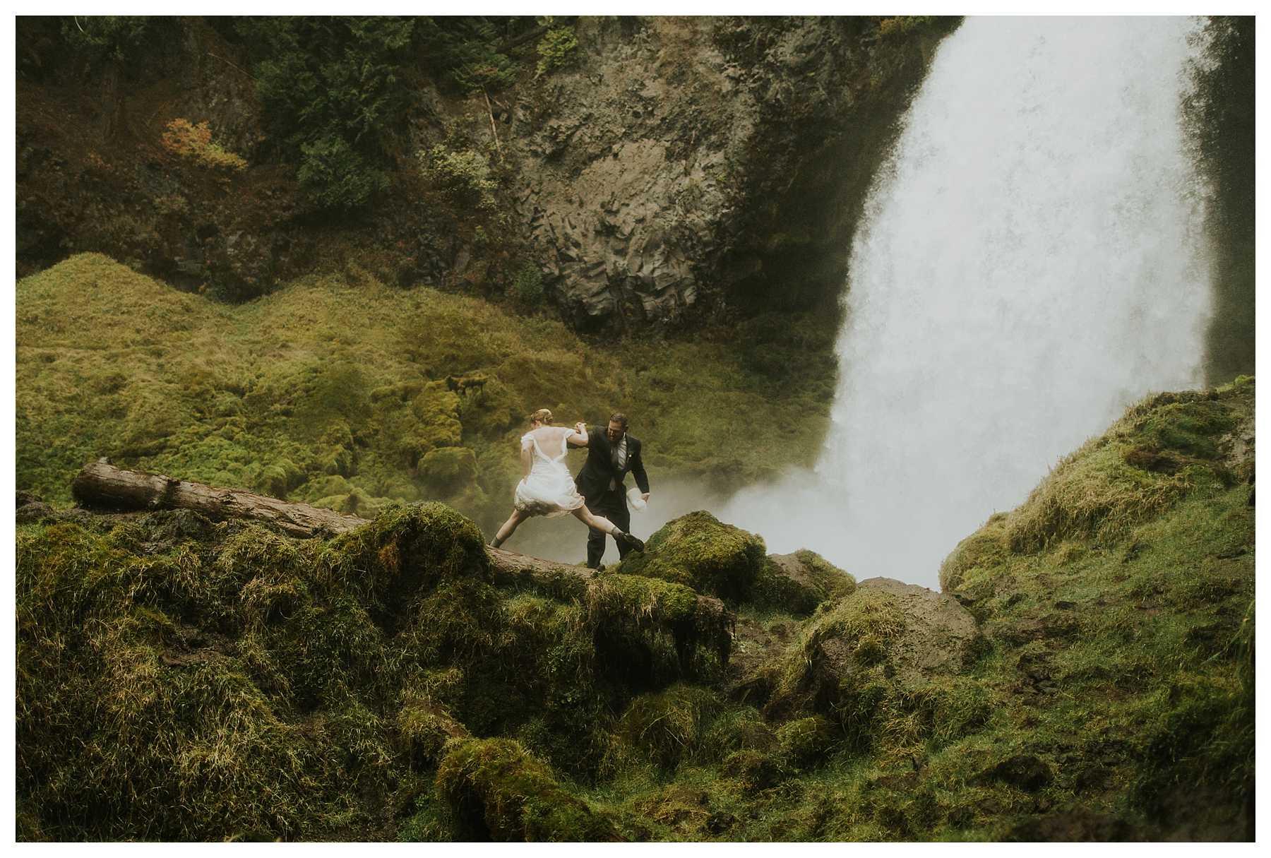Oregon_Waterfall_Elopement_0037.jpg