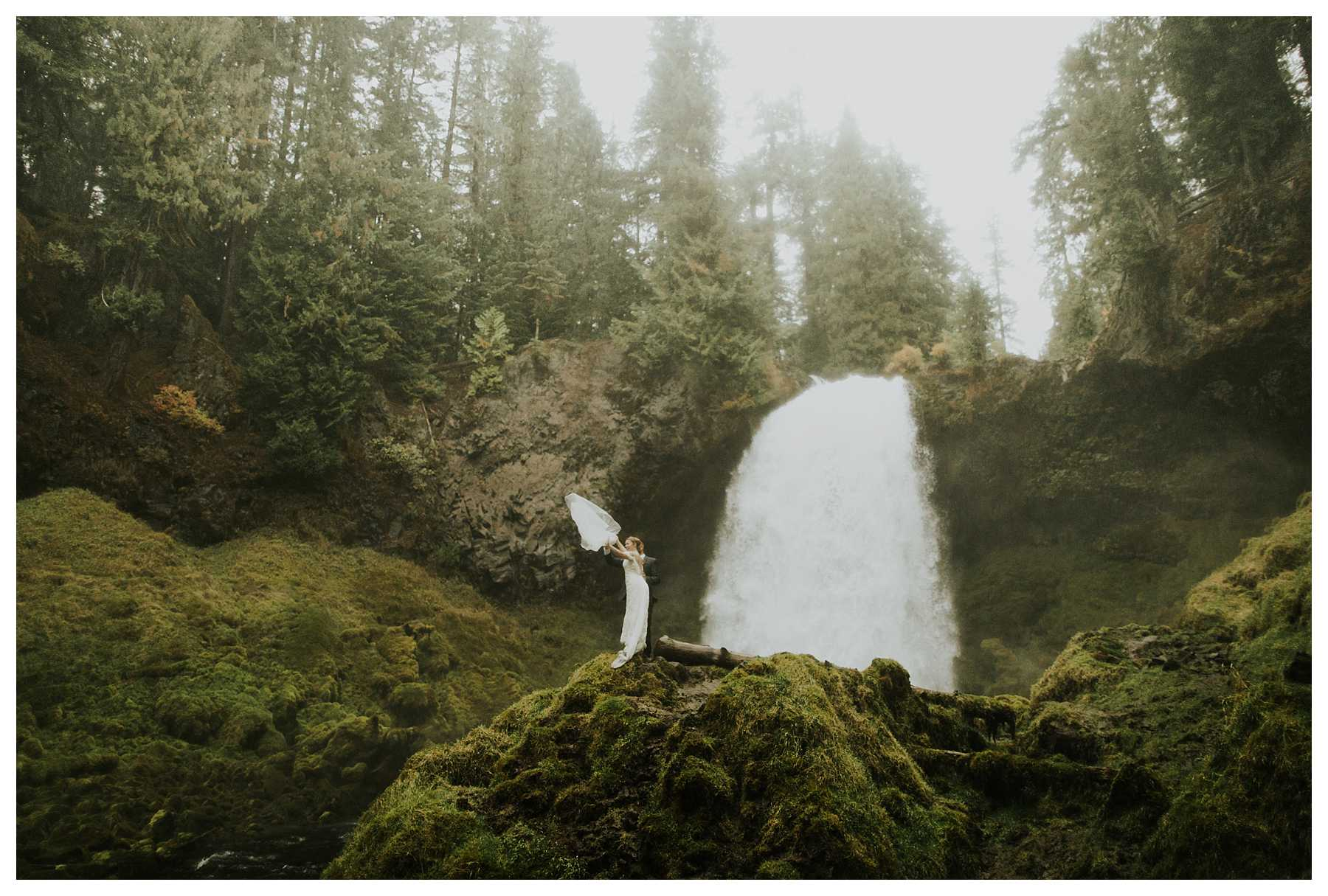 Oregon_Waterfall_Elopement_0038.jpg