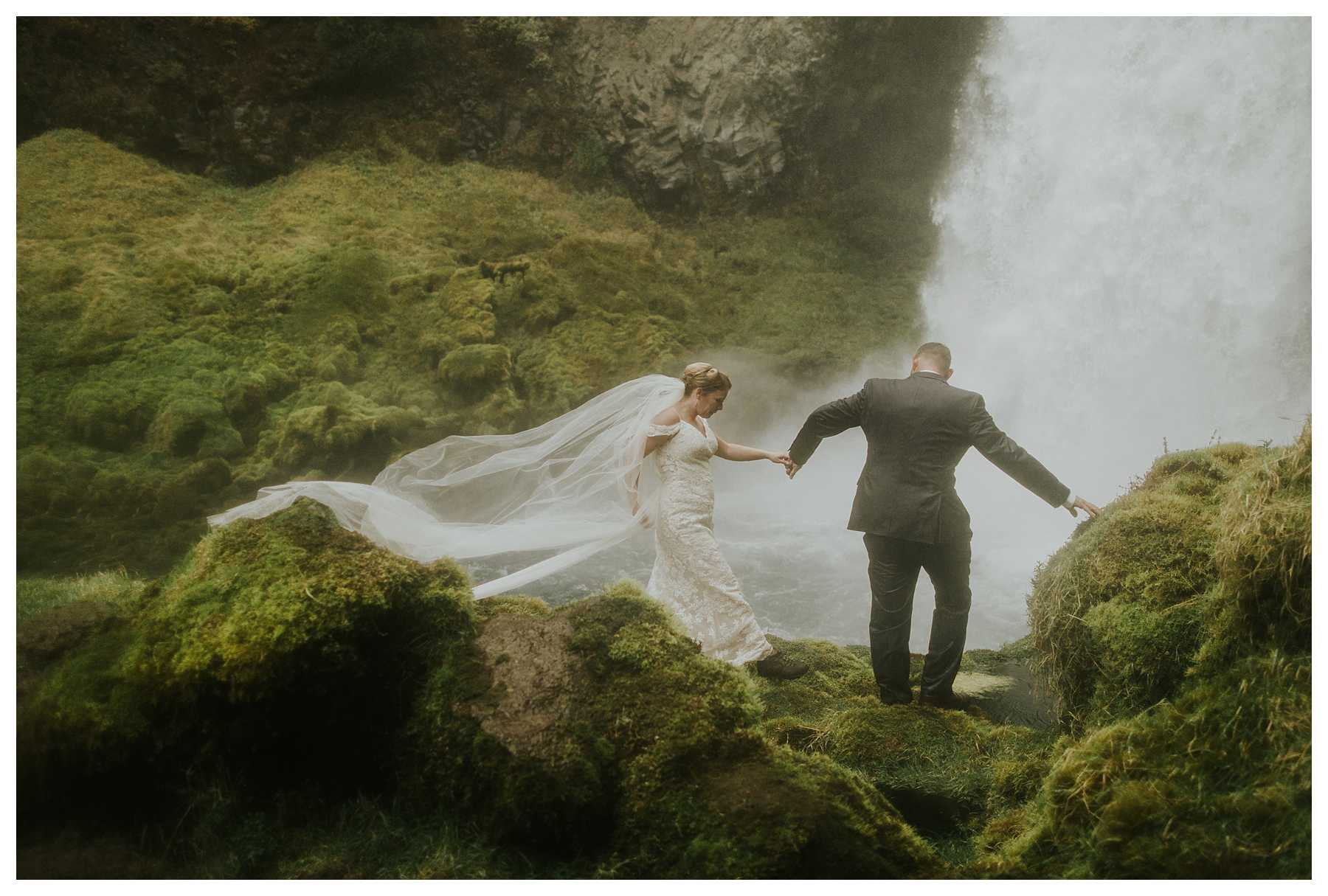 Oregon_Waterfall_Elopement_0040.jpg