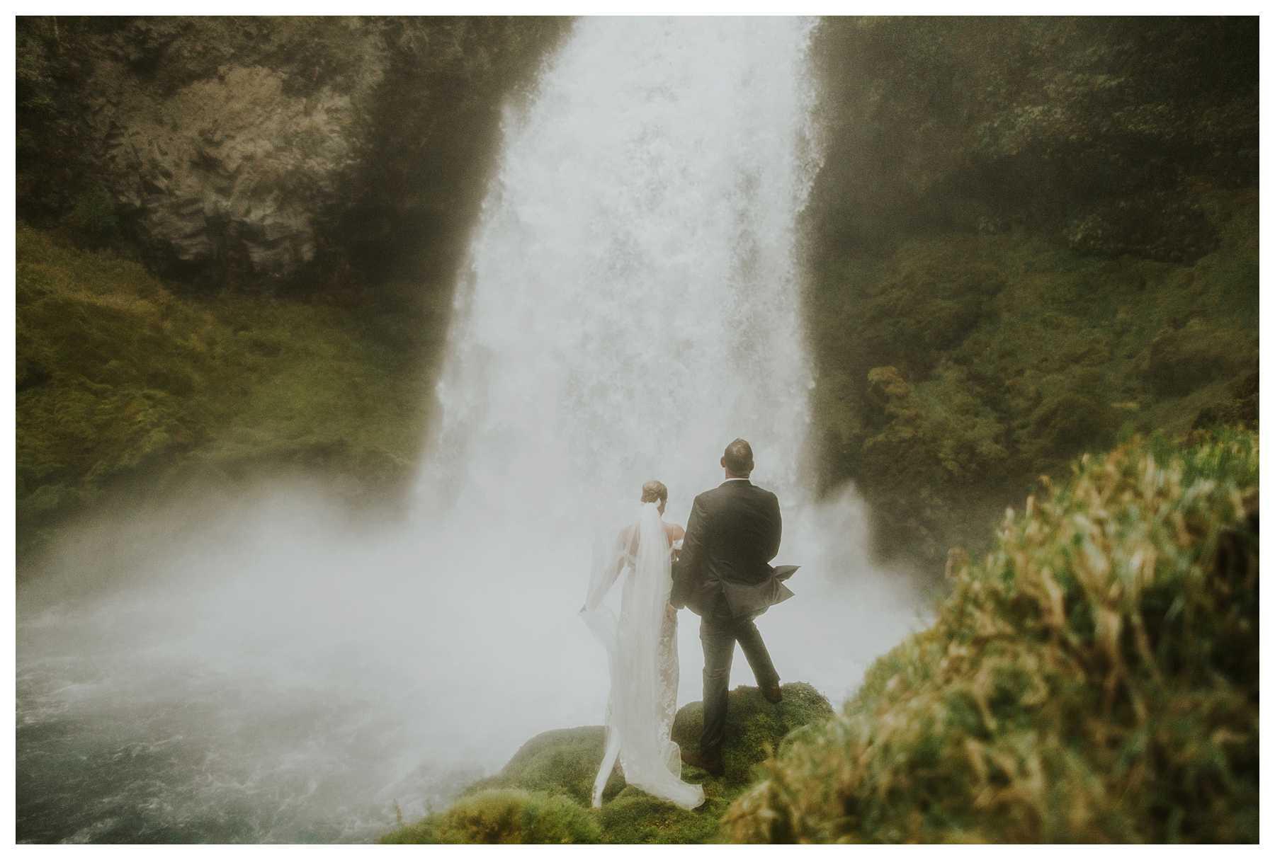 Oregon_Waterfall_Elopement_0041.jpg
