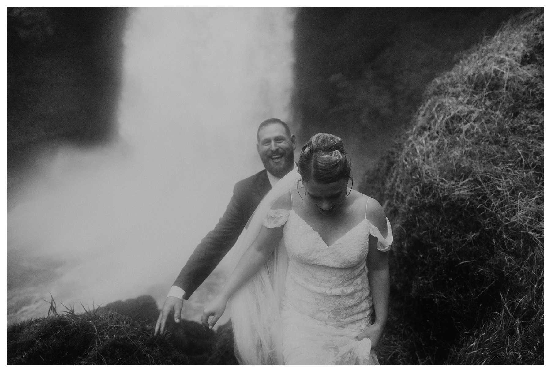 Oregon_Waterfall_Elopement_0042.jpg