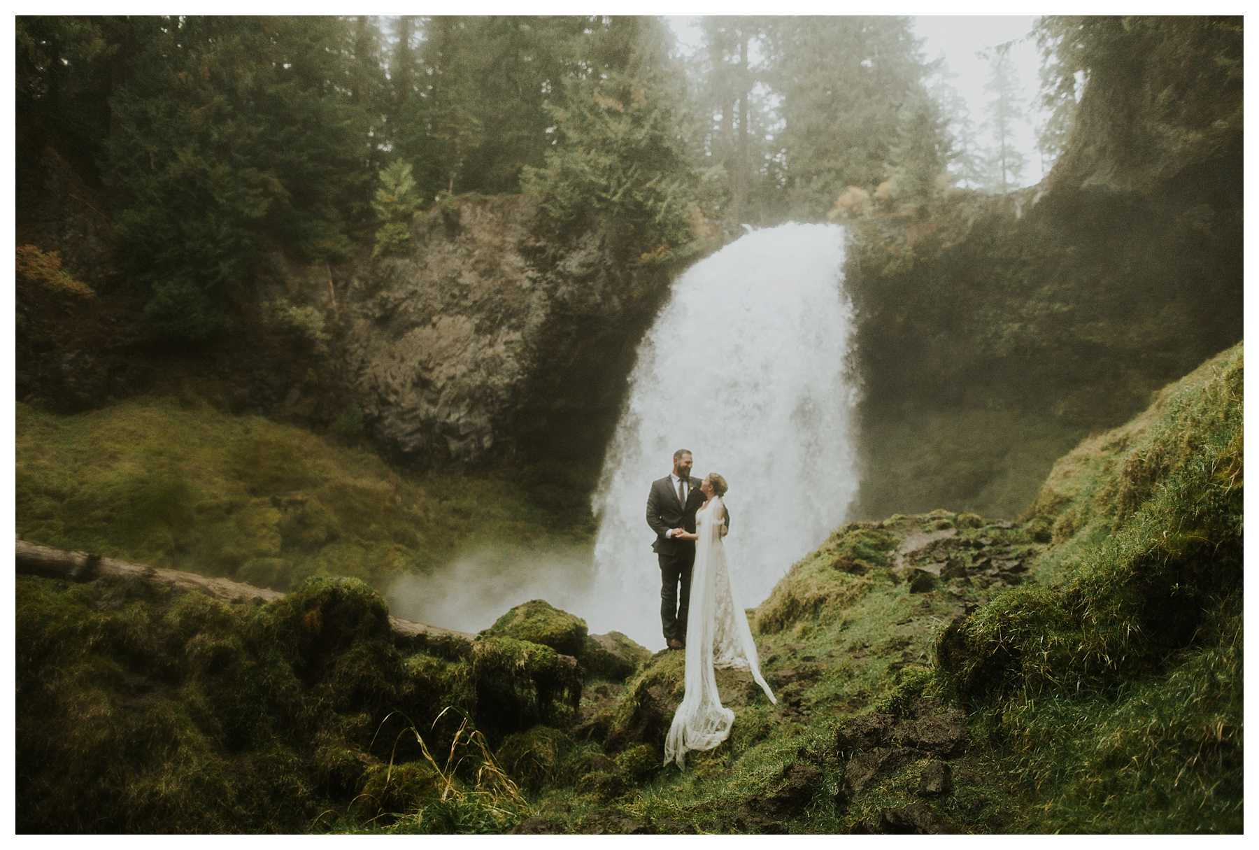 Oregon_Waterfall_Elopement_0046.jpg