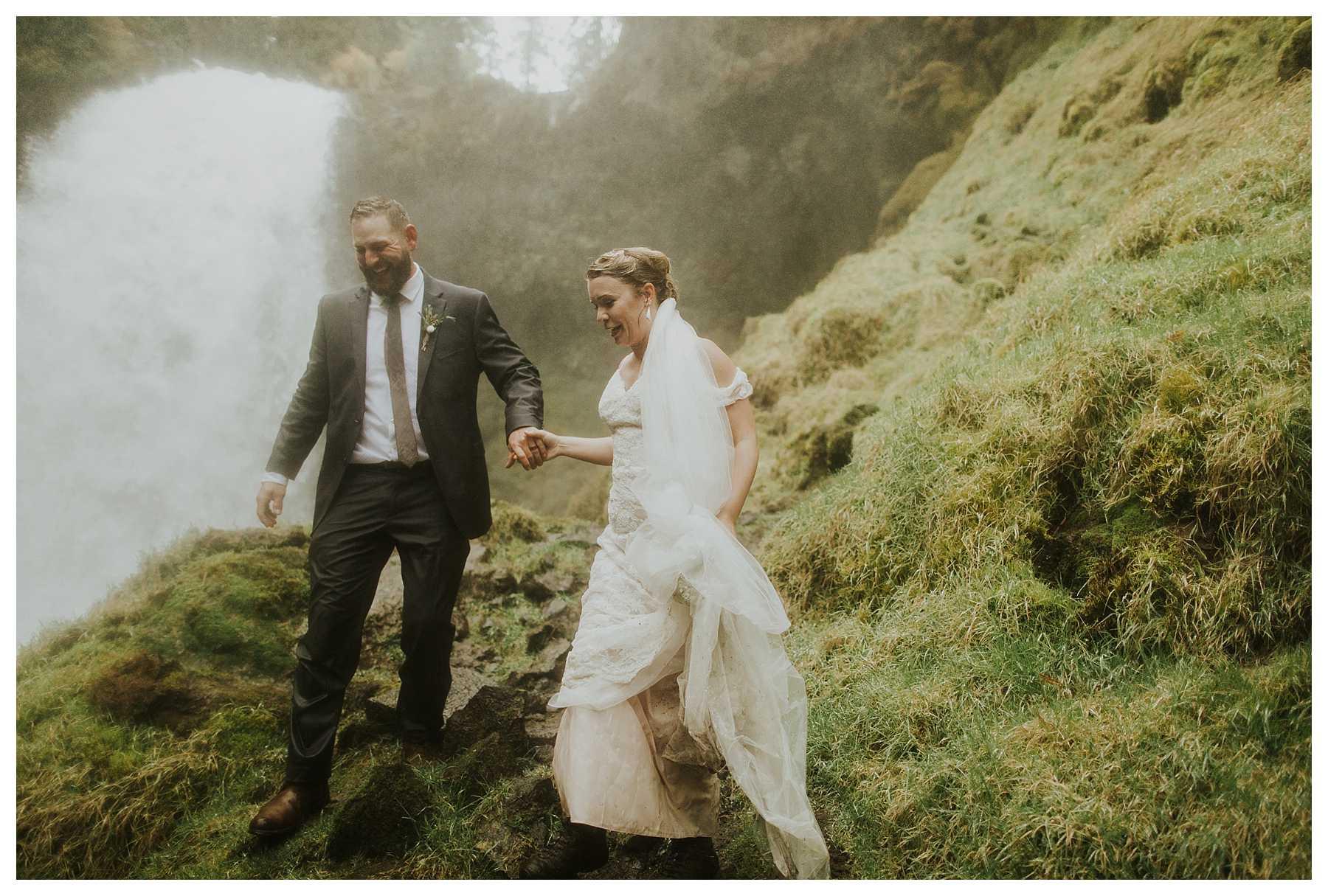 Oregon_Waterfall_Elopement_0048.jpg