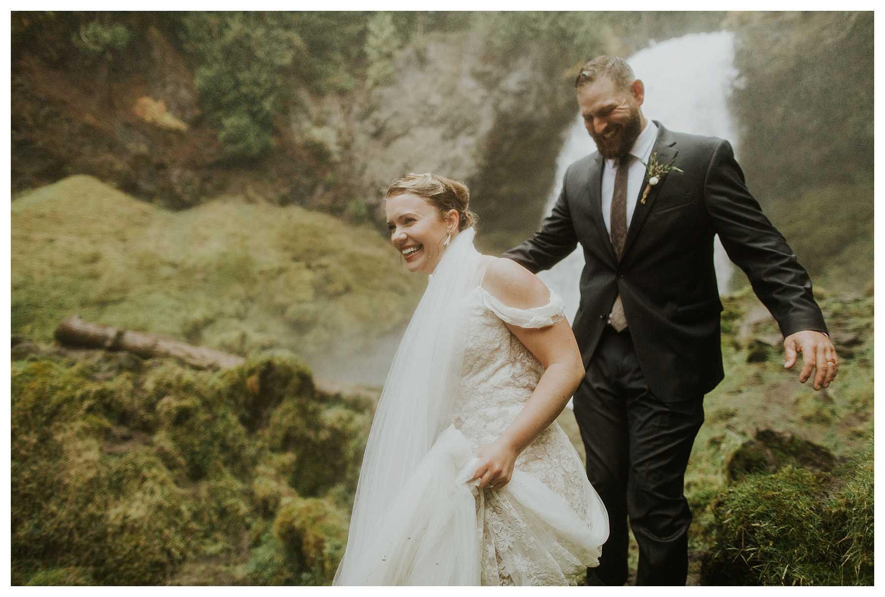 Oregon_Waterfall_Elopement_0049.jpg