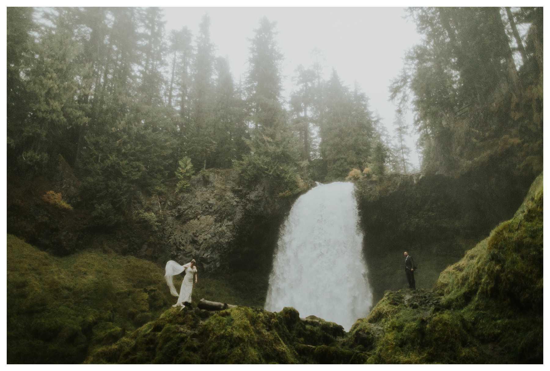 Oregon_Waterfall_Elopement_0051.jpg