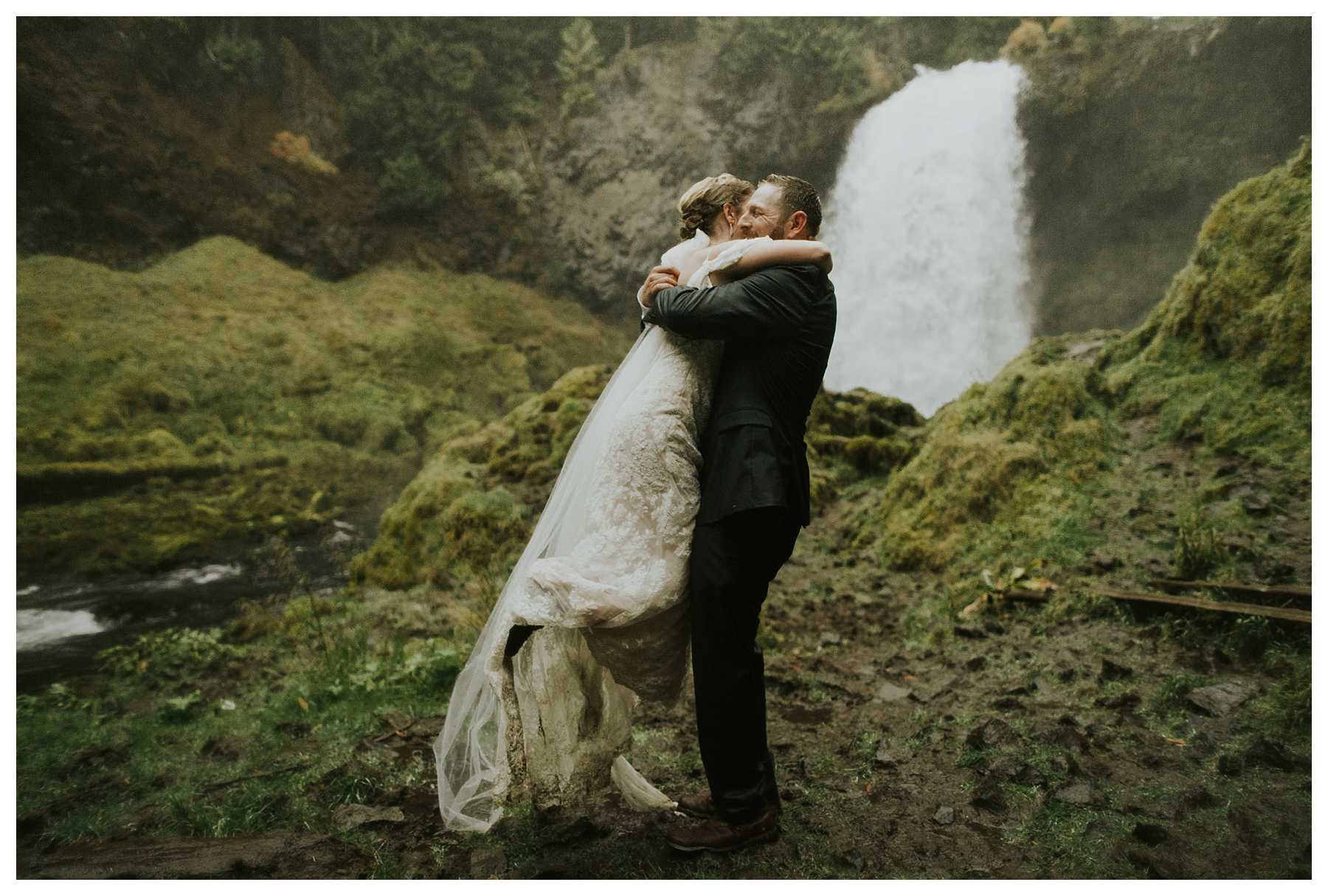 Oregon_Waterfall_Elopement_0053.jpg