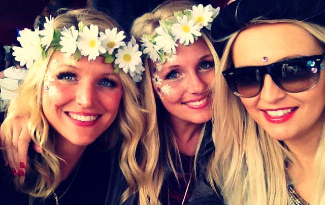 Nic, Sue & Becky (in my bespoke daisy flower garlands)
