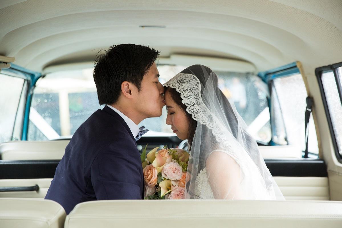 colleen & jonathon on their wedding day at gunners barracks