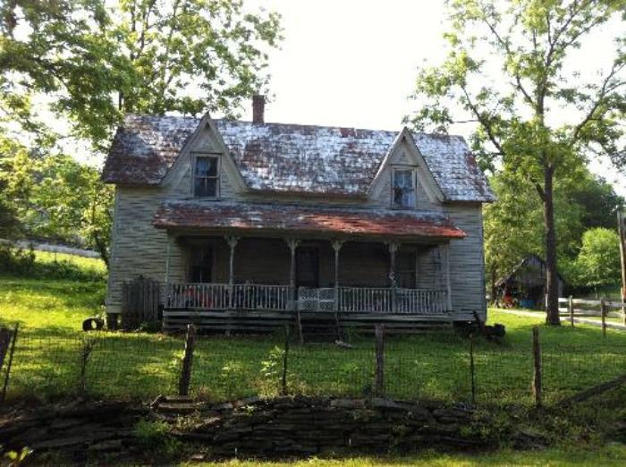 A house along a country Bakersville road.  Although rundown, I find it absolutely beautiful.
