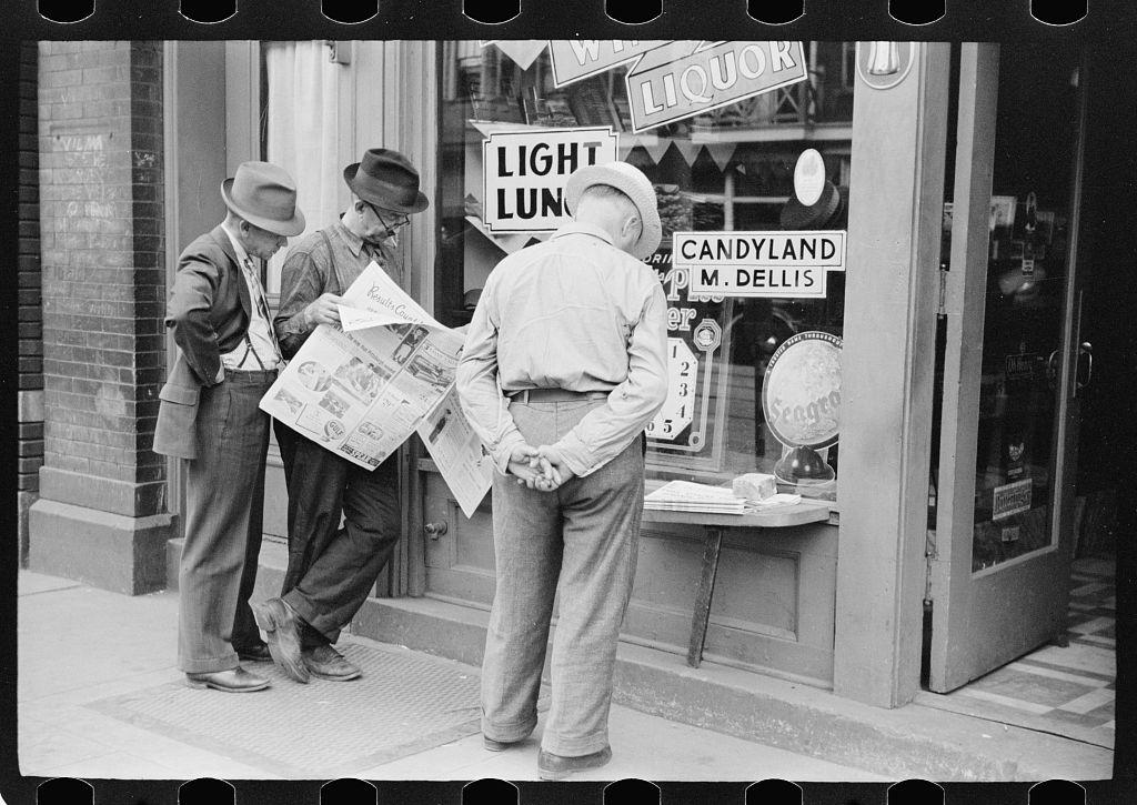 ReadingNewspaper_PA1933_LOC