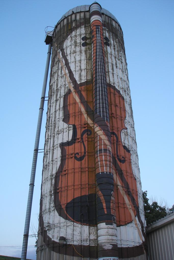 Source:https://upload.wikimedia.org/wikipedia/commons/9/99/Violin_on_a_Grain_Silo.jpg