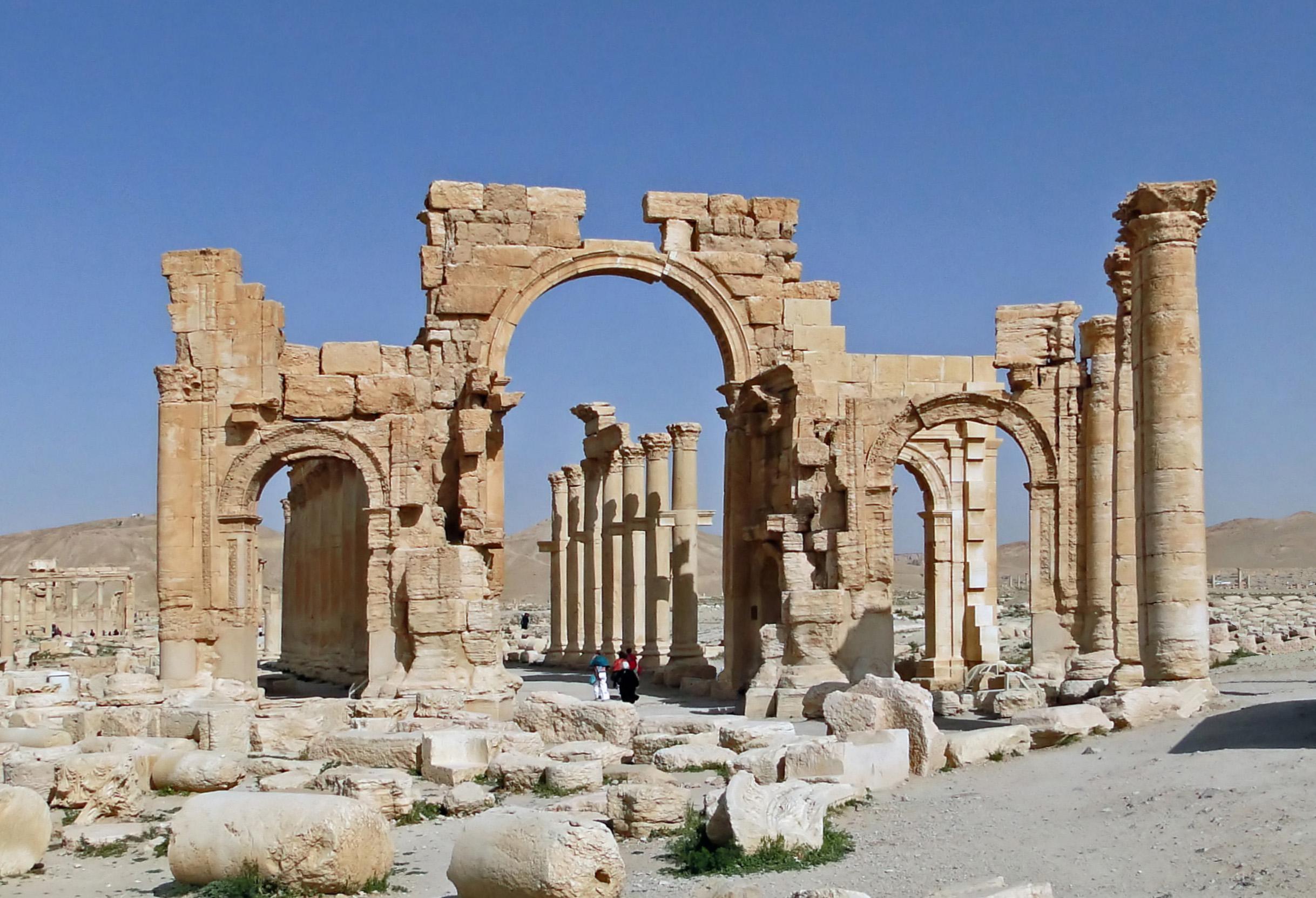 Source: WikiMedia, https://upload.wikimedia.org/wikipedia/commons/2/21/Palmyra_-_Monumental_Arch.jpg