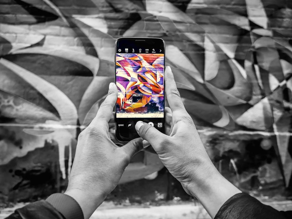 Mobile Device Capturing Mural    Source: Pixabay