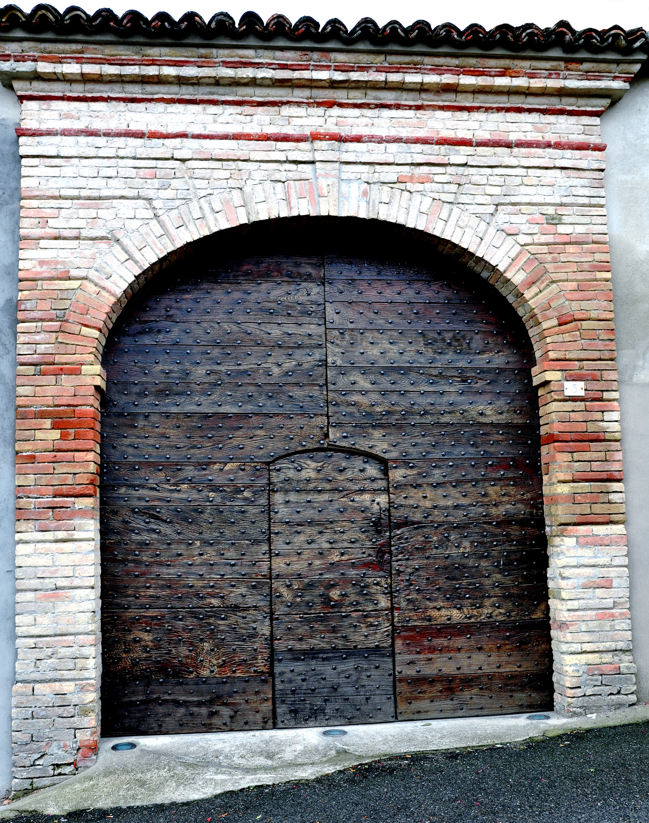 Uneven Door, Castiglione Tinella