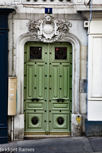 Located only seven minutes from the Sacré Coeur Basilica, this door is a perfect example of Montmartre's architectural history.
