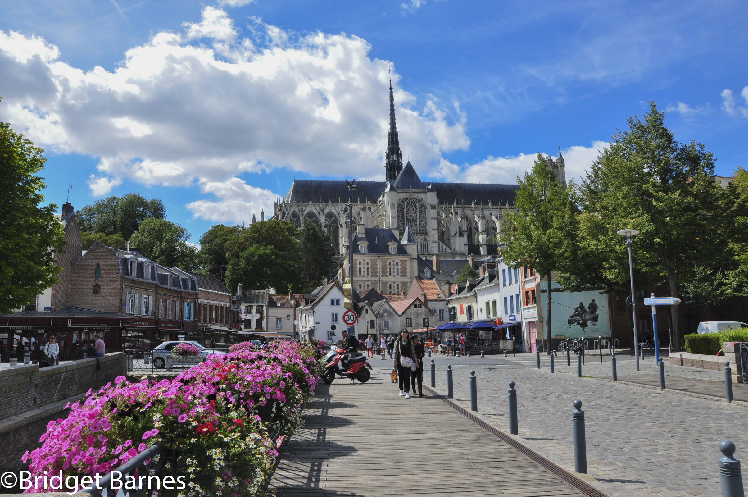 Taking a walk around le Quartier Saint-Leu