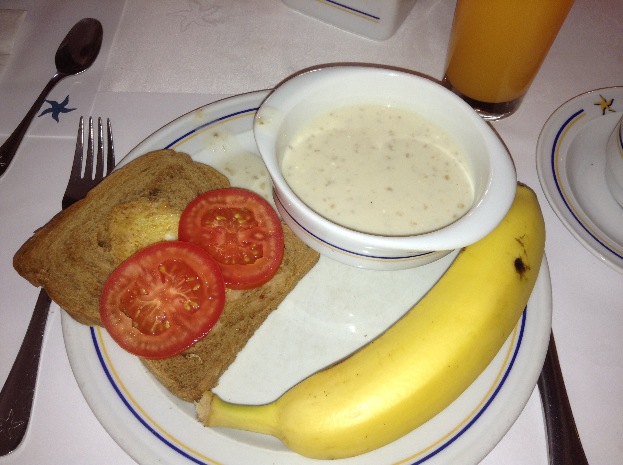One egg on a slice of whole wheat toast with tomatoes, oatmeal and banana. They also offered a variety of green juice and carrot juice with most meals.