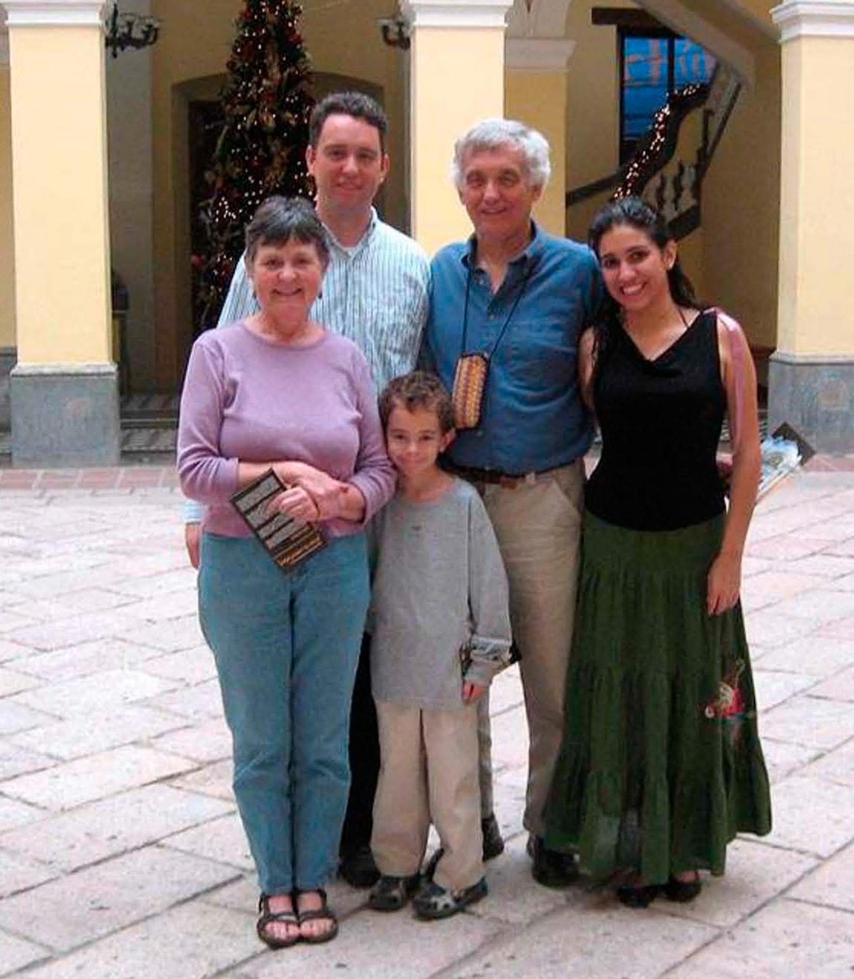 65-Presentation-Mary-Boyer-and-family_32_1200px_1920px.jpg