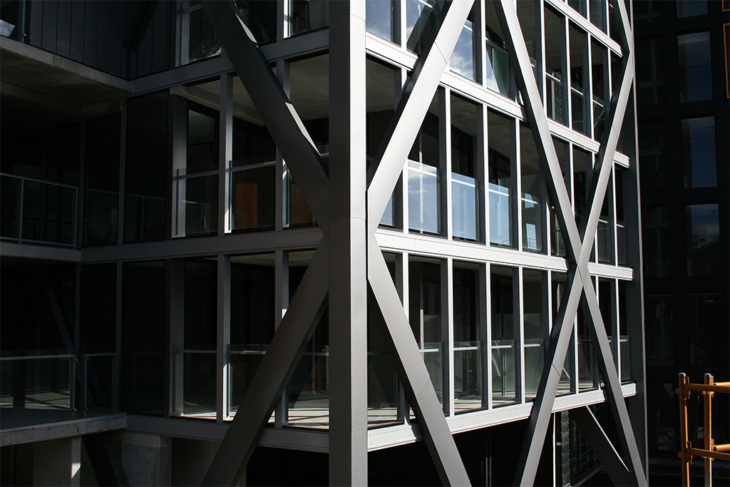 Diamond facade structure in PVDF Aluminium Silver Grey