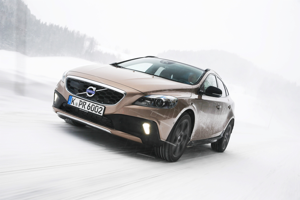157018_Volvo_V40_Cross_Country.png