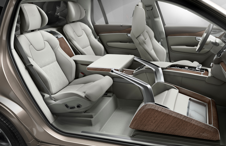 161659_Volvo_XC90_Excellence_Lounge_Console.png