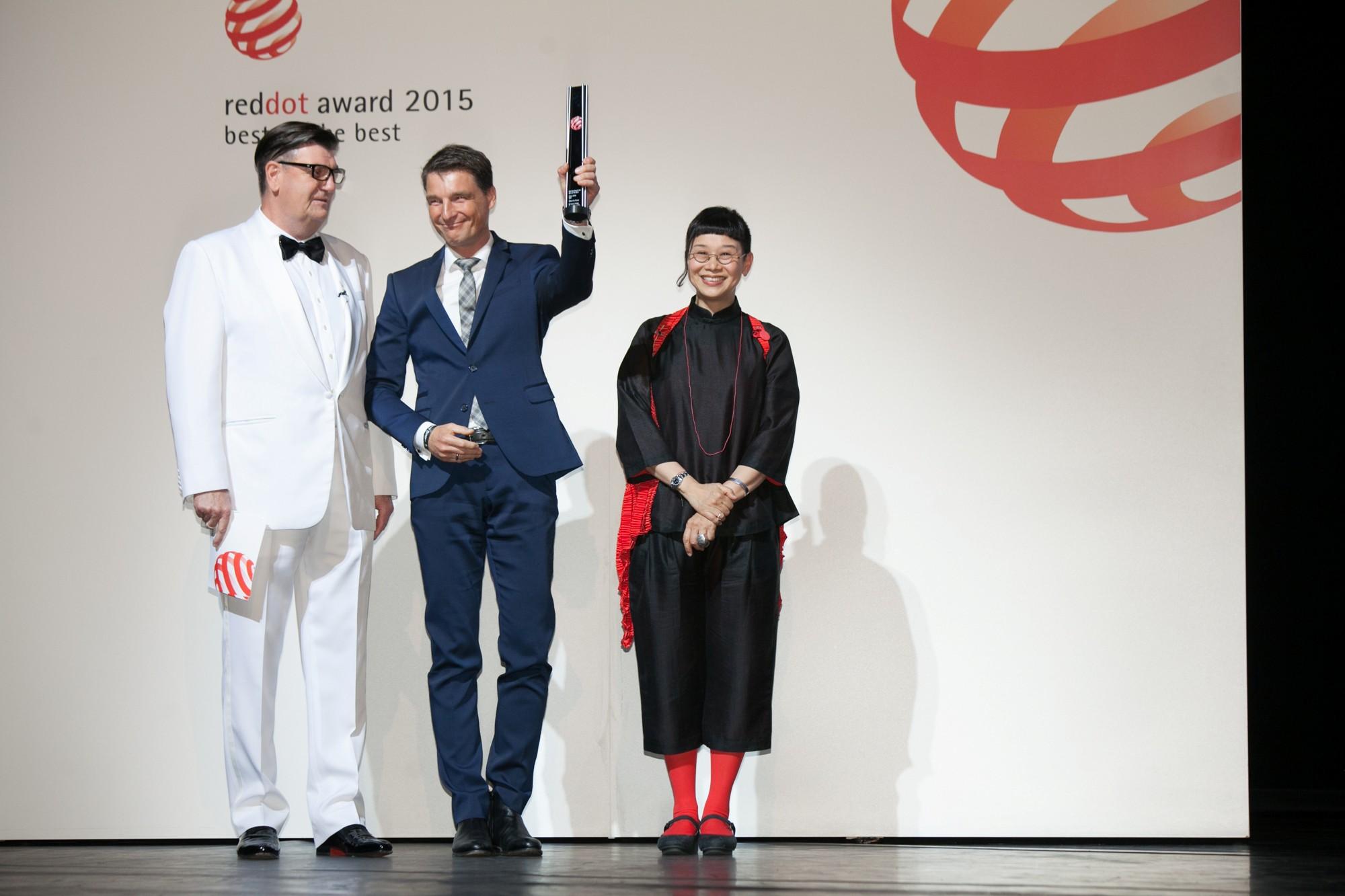 165606_Volvo_XC90_mit_Red_Dot_Best_of_the_Best_Award_ausgezeichnet.jpg