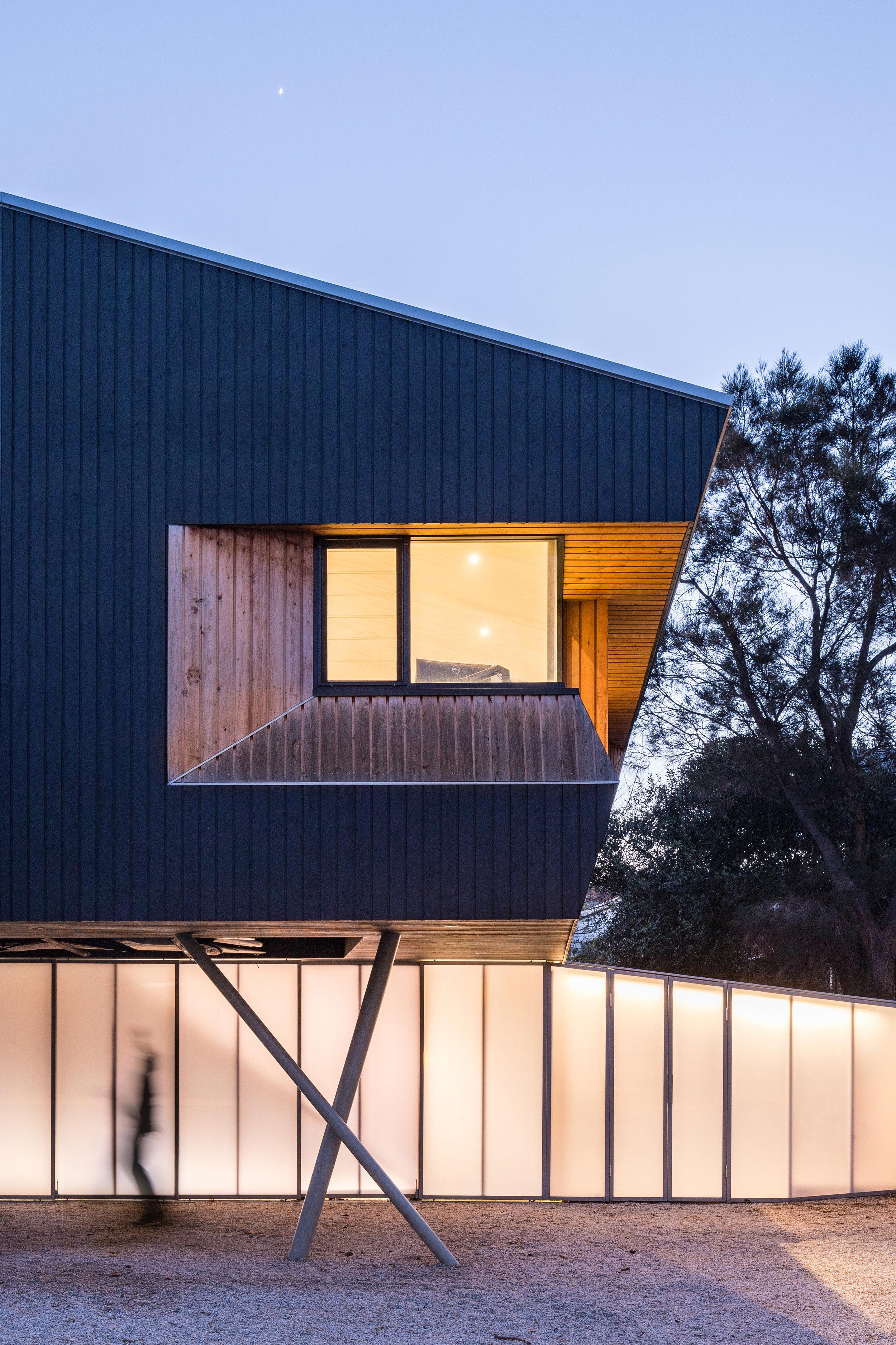 3476-small_Beach Office_Braham Architects_Nicholas Putrasia_00.jpg