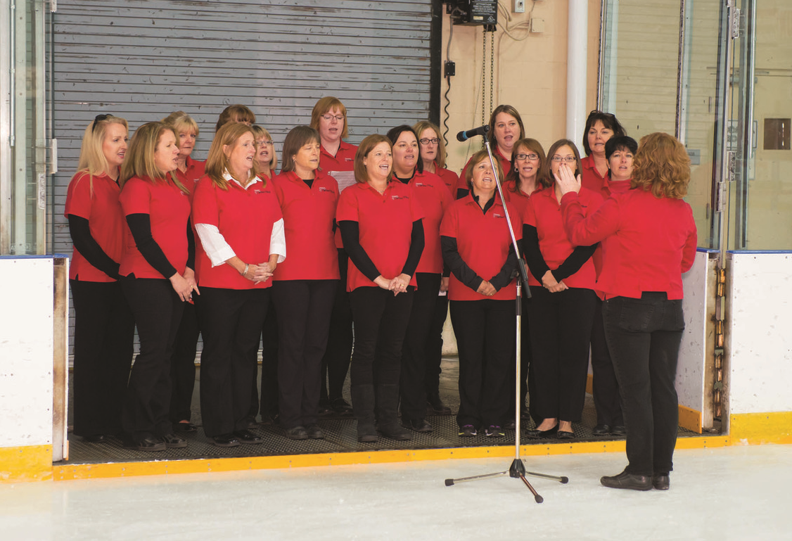 The Canadian Military Wives Choir performed the national anthem before the hockey game between the General Officers and Flag Officers (GOFOs) of the Canadian Armed Forces and the Esprit de Corps Commandos. (Richard Lawrence)
