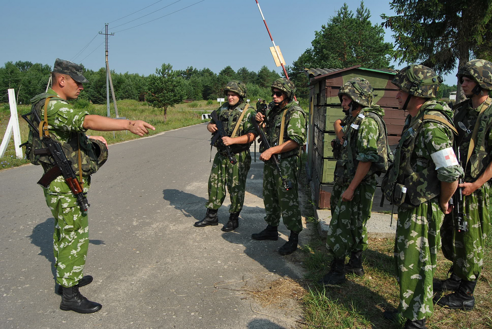 A Ukrainian Army officer, left, gives instructions to his soldiers before conducting training in Yavoriv, Ukraine, July 10, 2013.