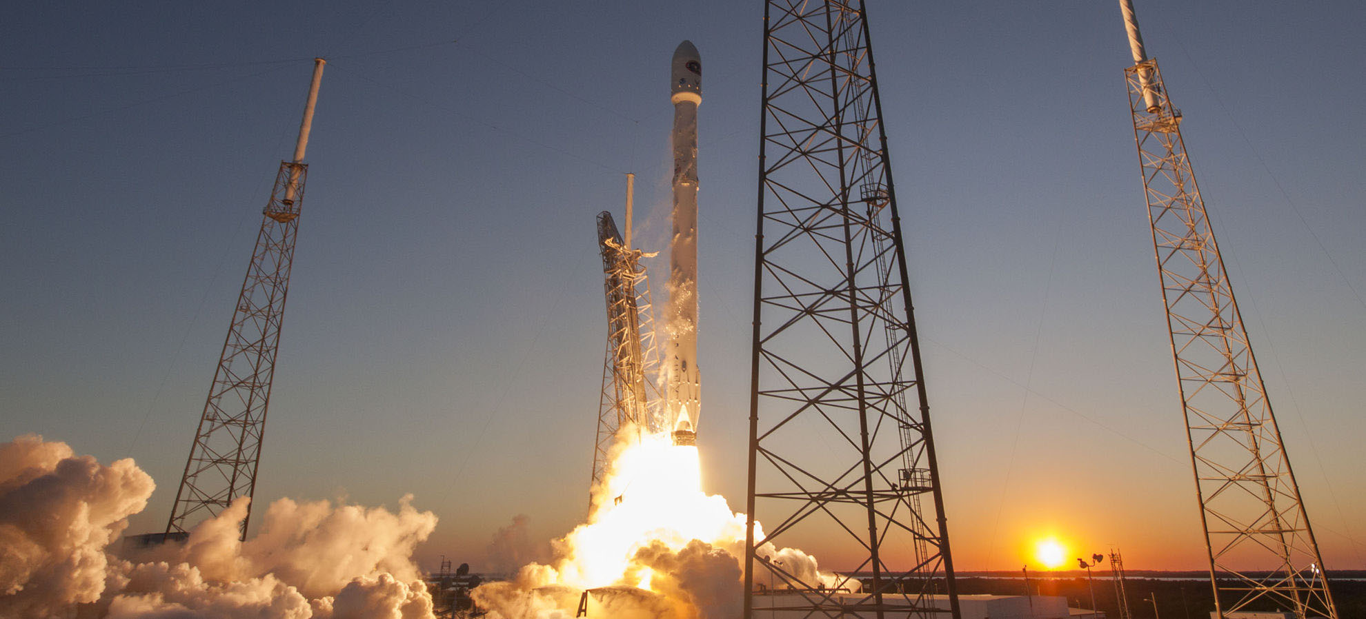 SpaceX launched its ninth unmanned cargo resupply mission to the ISS on April 8, 2016 from Cape Canaveral, Florida. (Alan Walters / awaltersphoto.com)