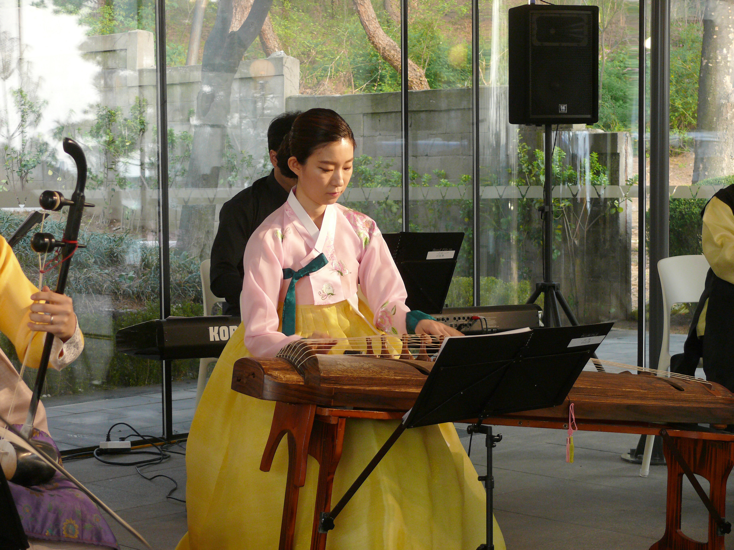 "A musician in traditional plays ABBA's ""Mamma Mia"" on the gayageum."