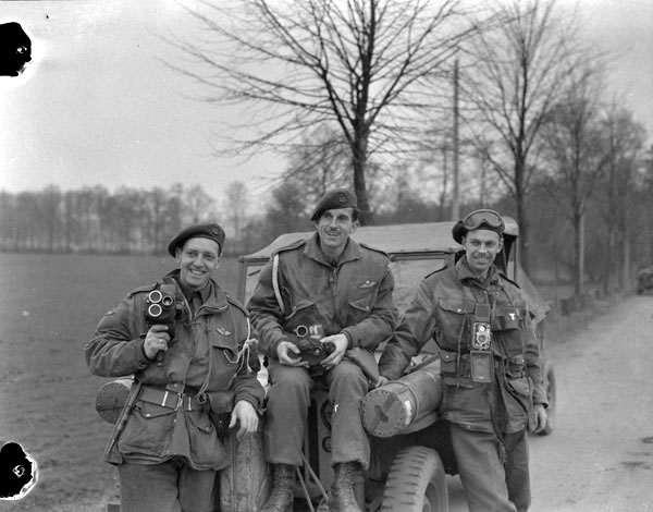 "Photographers of the Canadian Army Film and Photo Unit attached to the 1st Canadian Parachute Battalion. From left to right: Sergeant C.M.G. ""Mike"" Lattion, Sergeant A. H. Calder, Lieutenant Charles H. Richer. Photograph by Lieut. Barney J. Gloster. (dnd, library and archives canada, mikan   3524544  )"