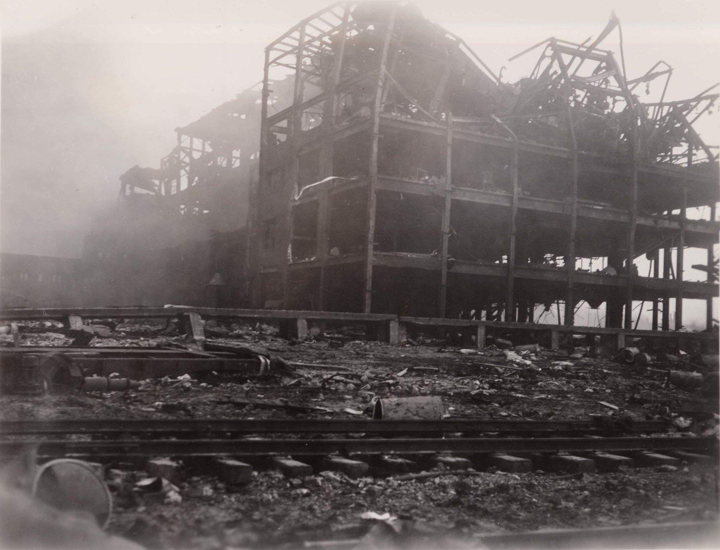 Only the steel frame of this five-story rubber factory, located next to Texas City's dockyard, remains after the massive explosion on April 16, 1947. When the SS Grandcamp's cargo of 2,300 tons of ammonium nitrate exploded, it set off a chain reaction of events, including a 15-foot tidal wave that flooded the surrounding area. Windows were shattered in Houston, 75 kilometres to the north, and people in Louisiana felt the shock 400 kilometres away. (special collections, u of houston libraries)