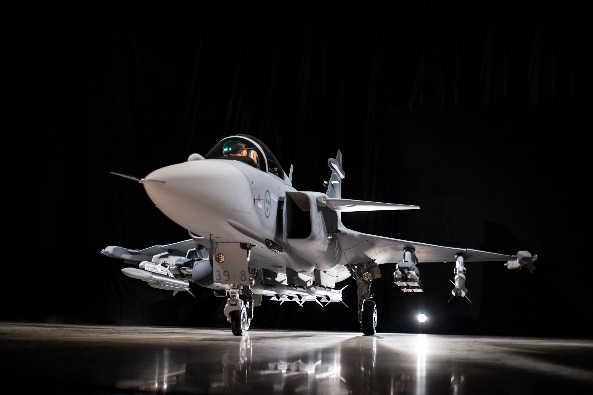 On May 18, 2016 the Swedish Saab AB debuted the Gripen E, its updated fighter jet during a press conference at its factory in Linköping, where it assembles the planes. The international defence company stated it already has contracts with the Swedish and Brazilian air forces for nearly 100 aircraft. The Canadian firm Héroux-Devtek recently won a contract for the production of complete landing gear systems for the Gripen E. (saab ab)