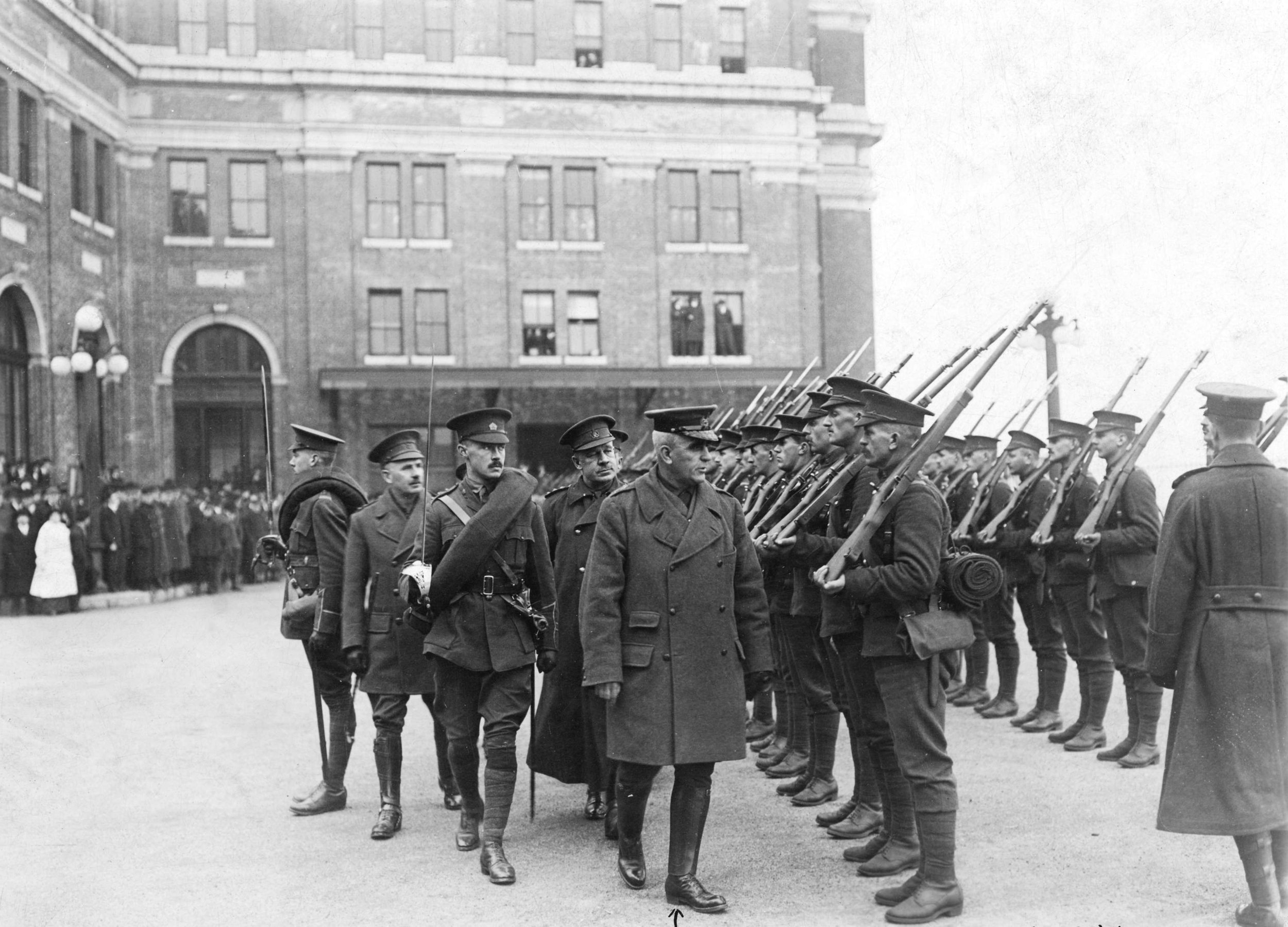 An honour guard at the Canadian Pacific Railway station greeting General Sir Sam Hughes, Minister of the Militia, near the start of the war. (stuart thomson, city of vancouver archives)