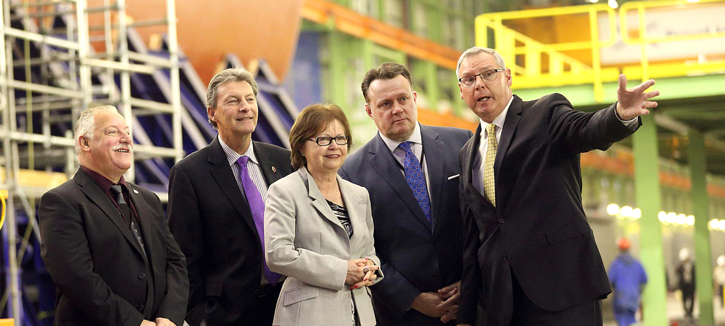 MP Darrell Sampson, Parliamentary Secretary for National Defense John MacKay, Minister of Public Services and Procurement Judy Foote, Halifax Mayor Mike Savage are given a tour of the Halifax Shipyard by Kevin McCoy, president Irving Shipbuilding. A number of companies have warned the Canadian government that the CSC project is poorly structured. (irving shipbuilding)