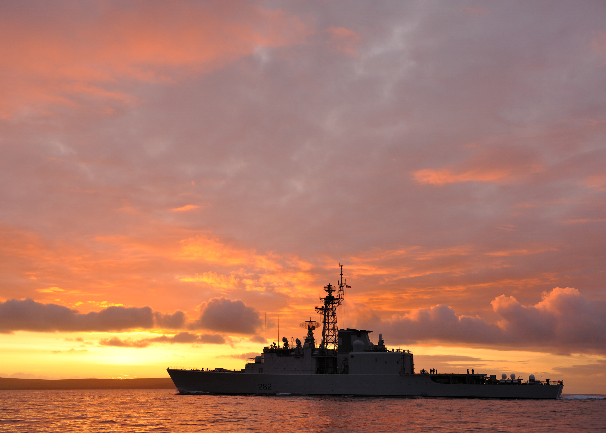 HMCS Athabaskan sailing towards the Scapa Flows off Scotland in 2009. Sailing into the sunset, Athabaskan, Canada's last serving destroyer, was paid off in Halifax on March 10, 2017. Built in the early 1970s, the RCN had four Iroquois-class destroyers in service at one time. Now, the RCN must wait a decade for the CSC, the fleet's replacement, to enter service. (cpl chris ringius, formation imaging service)