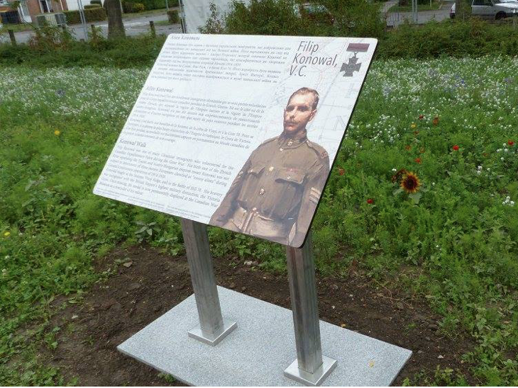 Trilingual plaque honouring Cpl Konowal & bas relief of Konowal (detail from a trilingual plaque unveiled by Branch #360 of The Royal Canadian Legion [Konowal Branch] on 22 August 2005, in Lens, France)